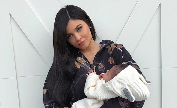 Kylie Jenner took to Snapchat on Wednesday with yet another precious photo  of her 1,month,old daughter, Stormi Webster. Snuggled in a light pink  sweater